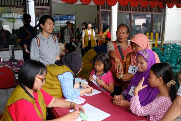 Jurnalis Eka Suci R Tzu Chi Surabaya Fotografer Taufan Hari Tedjo Tzu Chi Surabaya