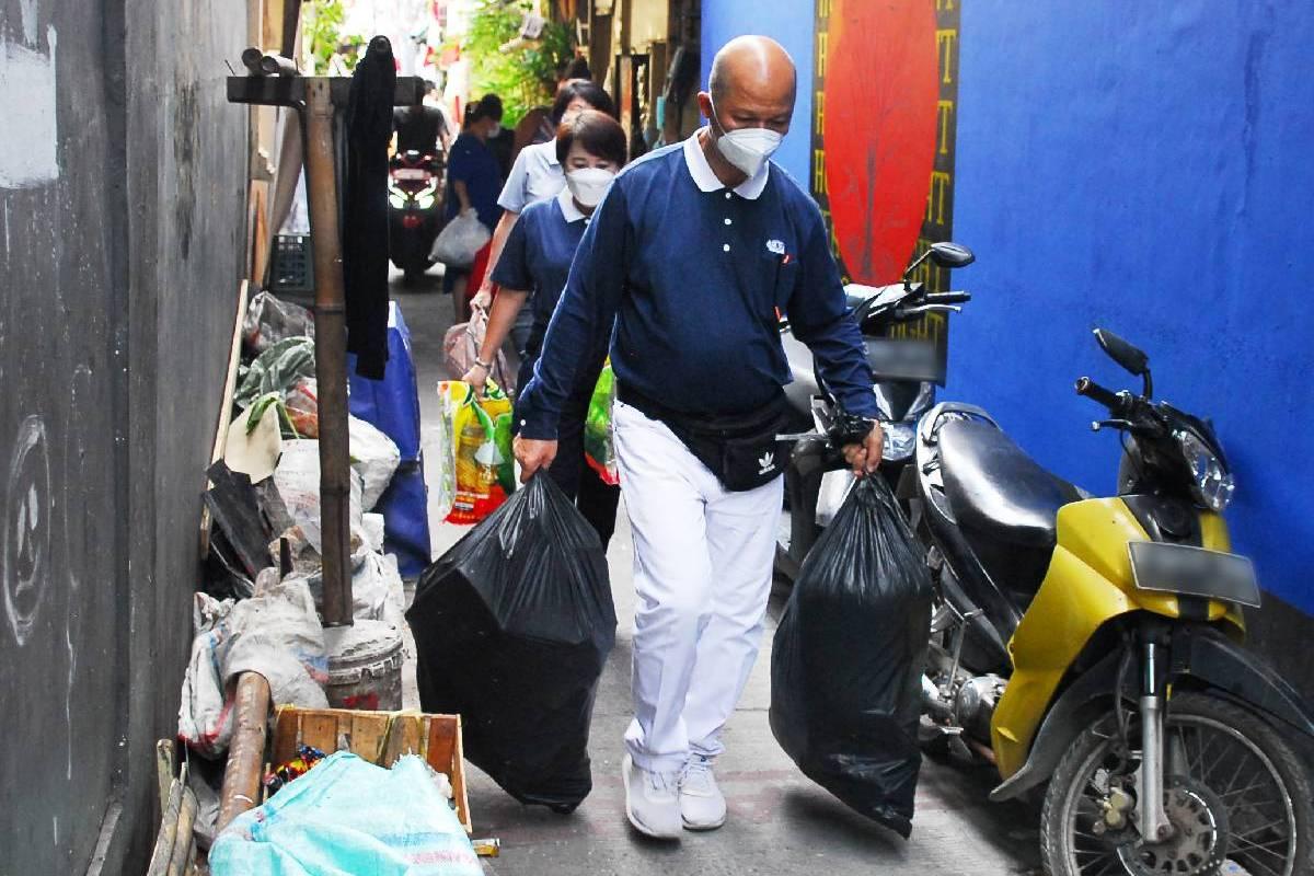 Bersih-Bersih Menjelang Bedah Rumah