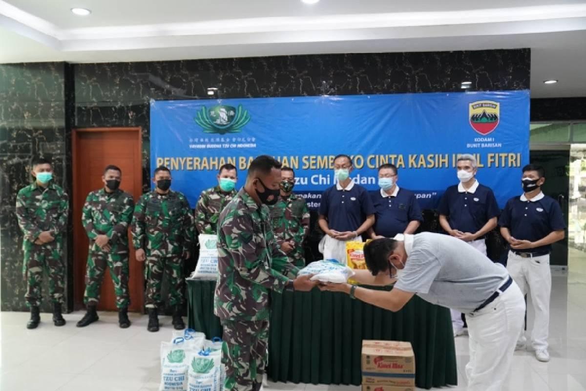 Wujud Apresiasi kepada Para Prajurit TNI dalam Penyaluran Bantuan Sosial Peduli Covid-19