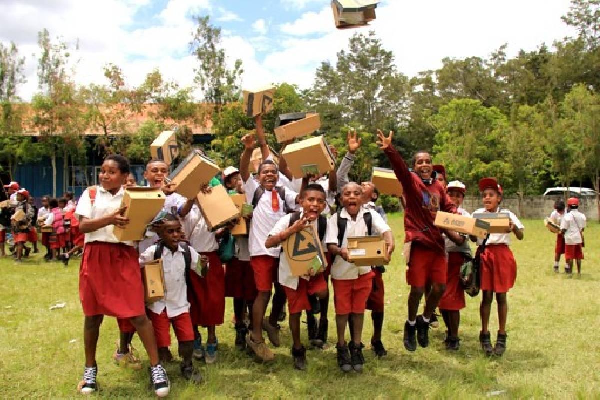 Sepatu Cinta Kasih untuk Anak-anak di Wamena