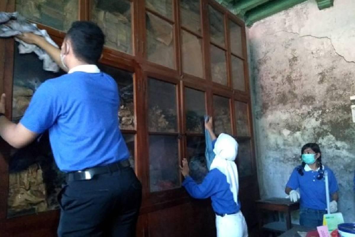 Rumah yang Bersih bagi Oma dan Opa The Khian Hong