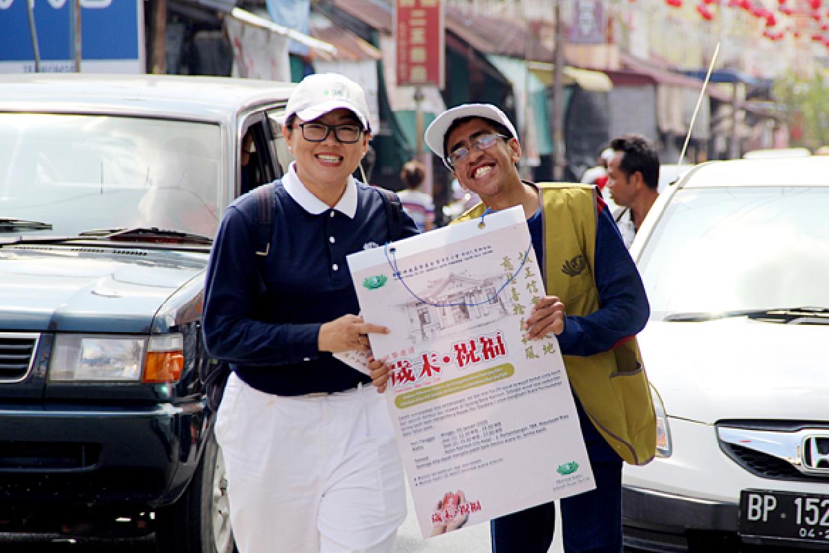 Mengajak Masyarakat untuk Menerima Berkah dari Master Cheng Yen