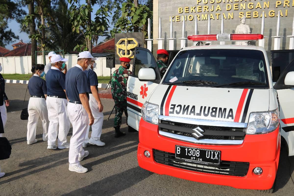Bantuan Mobil Ambulance untuk Pusdiklat Kopassus