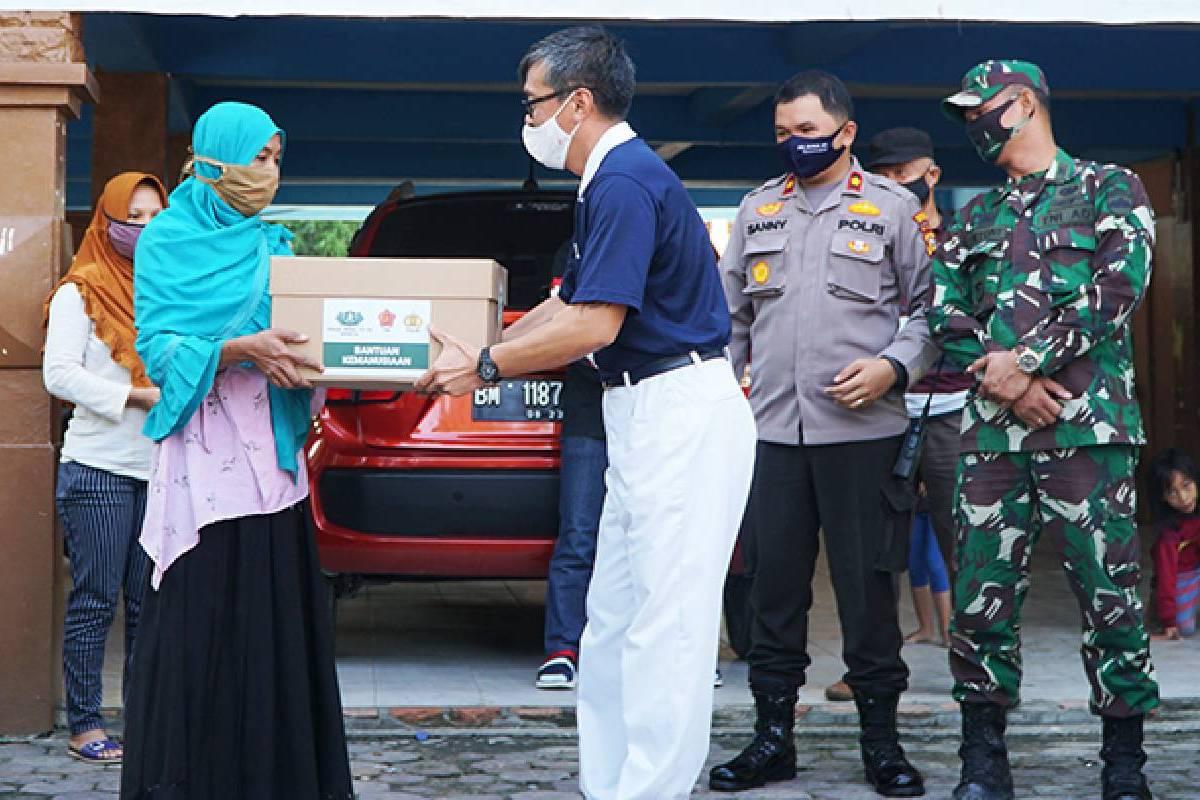 500 Paket Sembako untuk Kecamatan Limapuluh