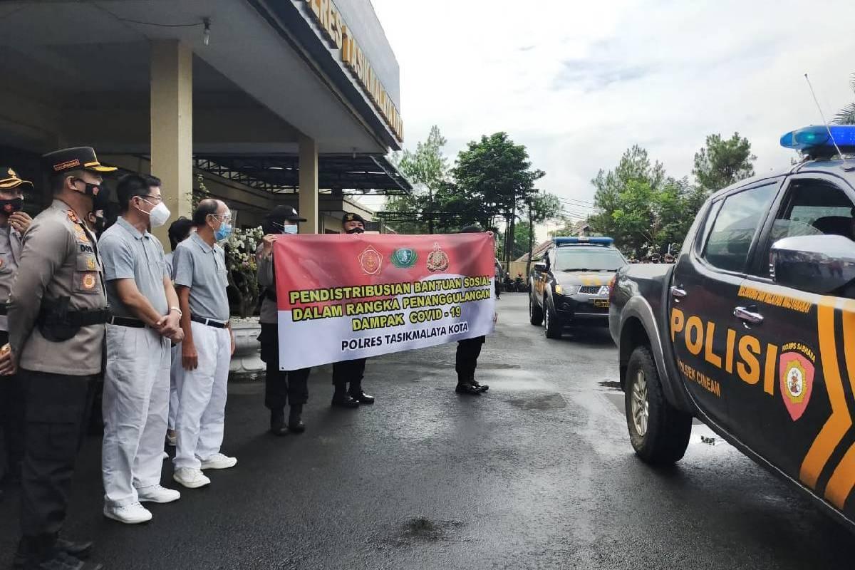 Dua Ribu Paket Beras untuk Masyarakat Terdampak Covid-19 di Tasikmalaya