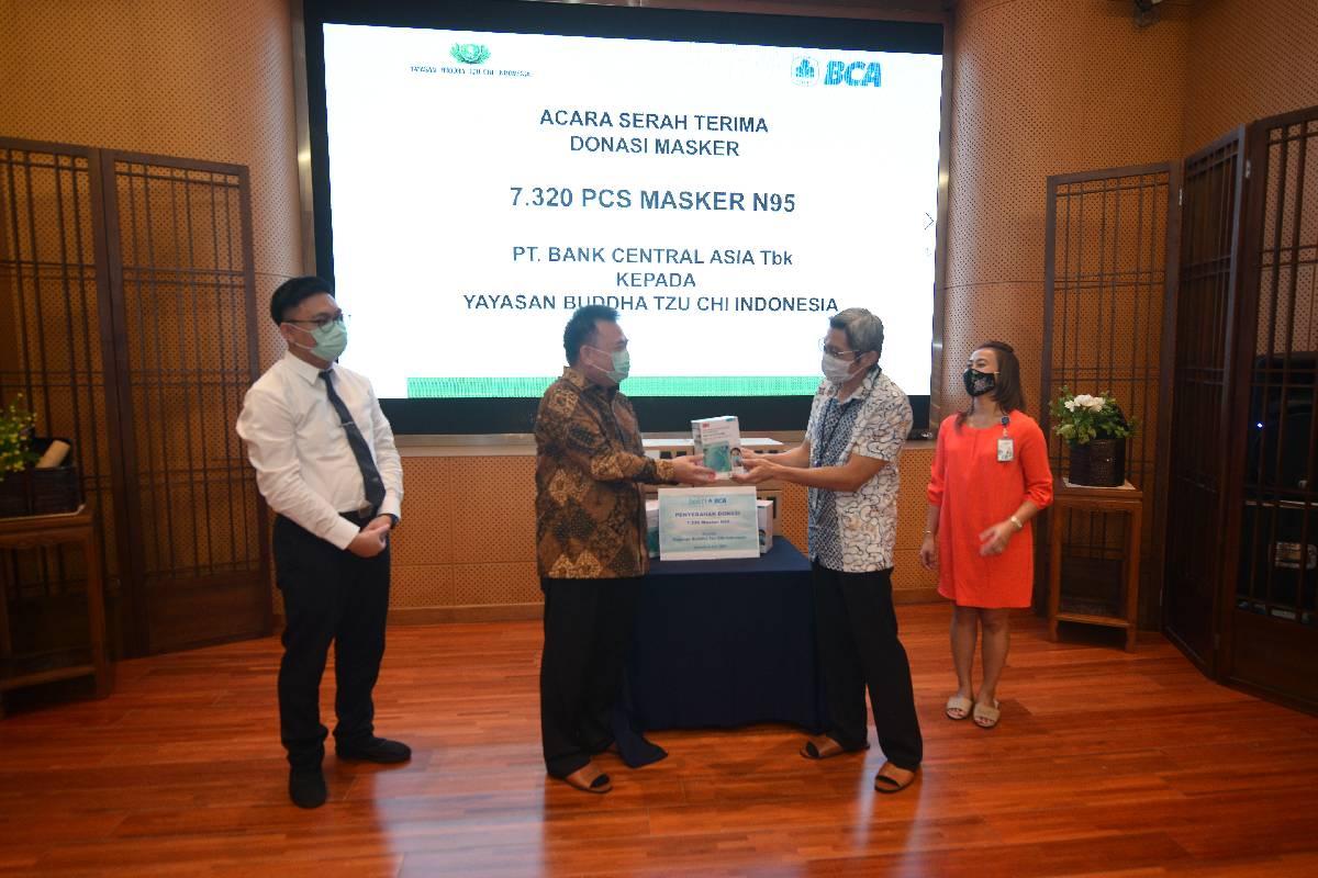 BCA Donasikan Masker N95 Melalui Tzu Chi Indonesia