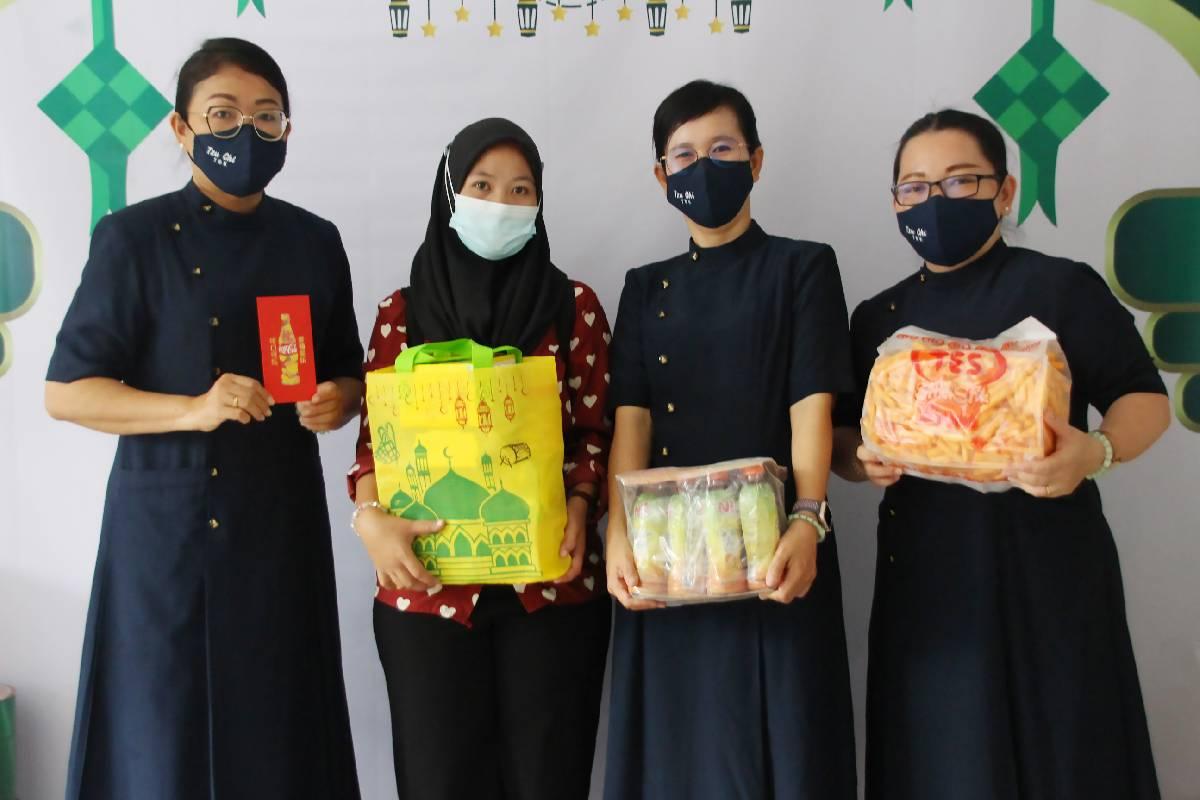 Paket Idul Fitri Bagi Penerima Bantuan Tzu Chi