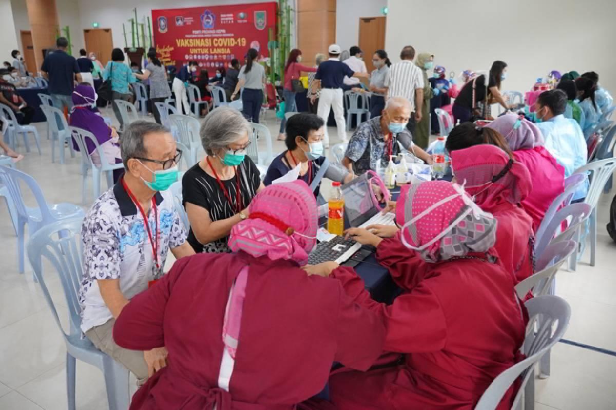 Mendukung Program Vaksinasi Pemerintah Bagi Lansia