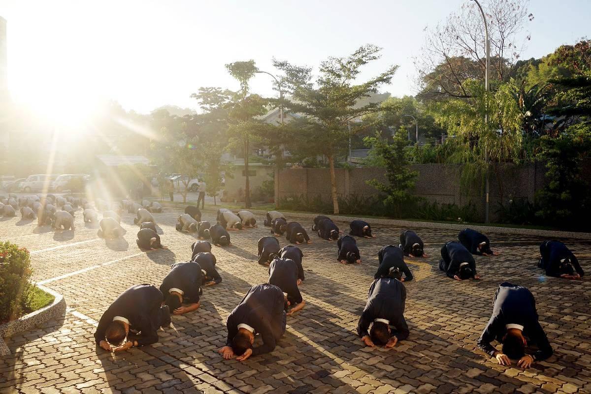 Bersujud, Bersyukur, Berdoa dalam Ritual Namaskara