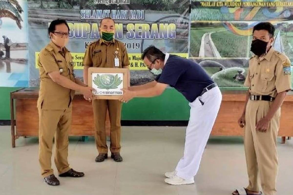 Tzu Chi Sinar Mas Salurkan 2.700 Masker Kain di Kabupaten Serang