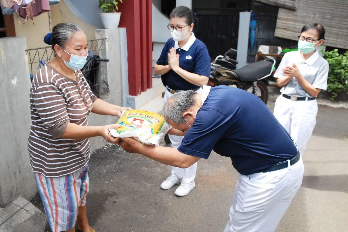 Mulai Pulih, Yayah Bahagia dikunjungi Relawan Tzu Chi