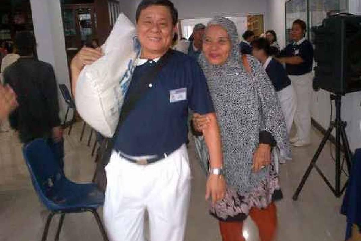 Beras untuk Warga Bedah Kampung Makassar