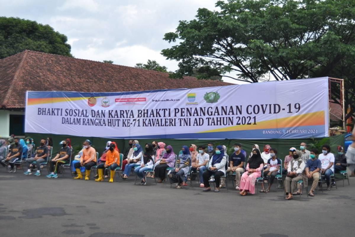 Tzu Chi Bandung Bersama Pussenkav Kodiklat TNI AD Bagikan Paket Sembako