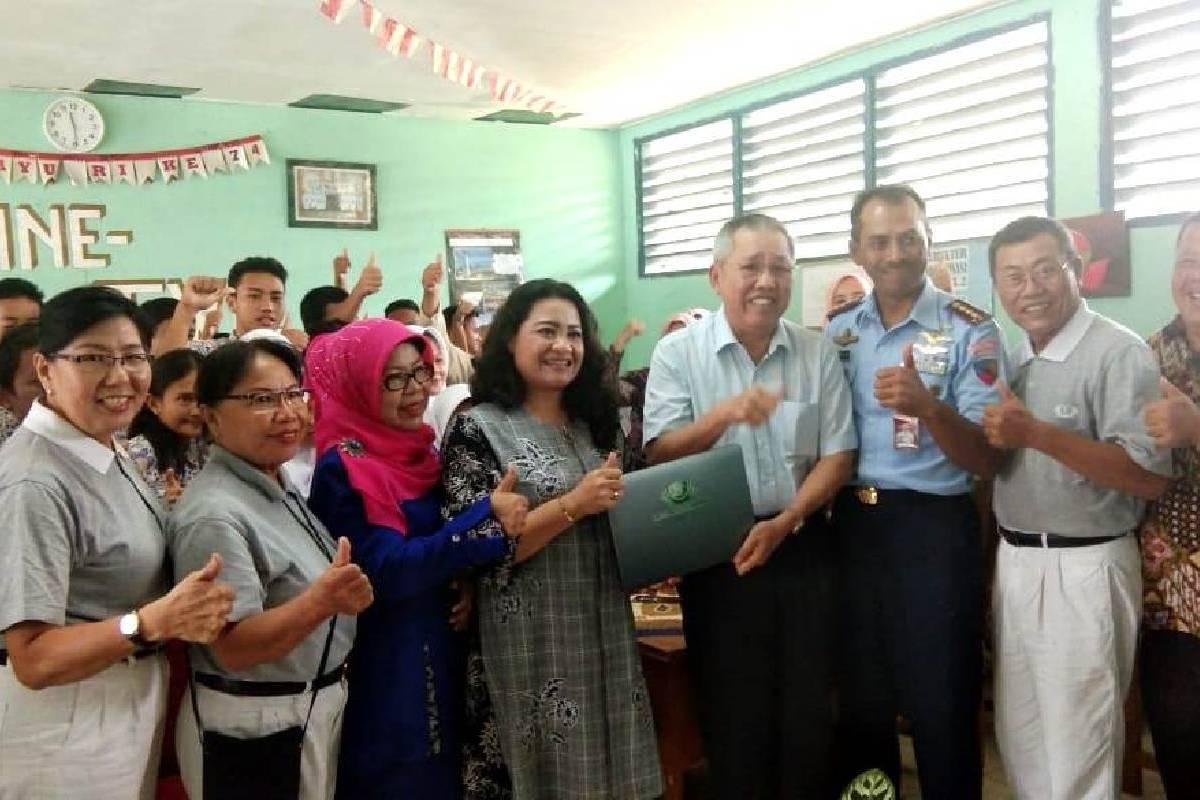Laptop untuk SMP Angkasa Lanud Padang