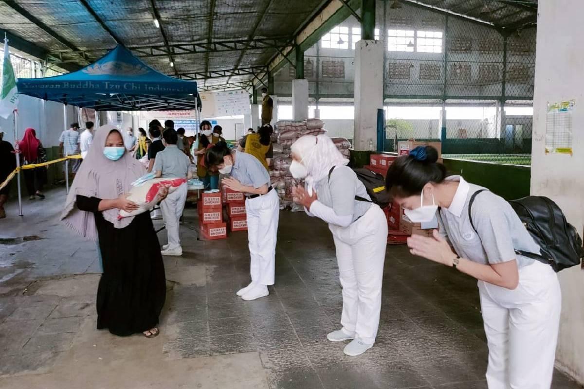 Paket Bantuan untuk 1.300 Warga Rawa Lumpang