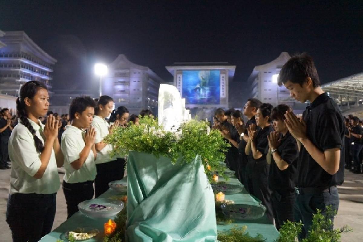 Peringatan Waisak: Bersatu Hati Berdoa