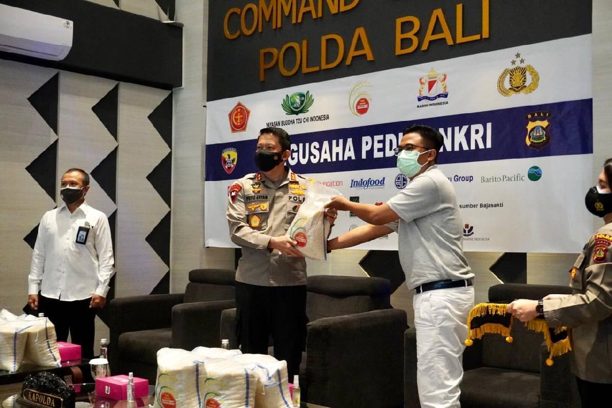 Seratus Ribu Paket Bantuan Beras dari Tzu Chi dan Pengusaha Peduli NKRI Untuk Warga Bali