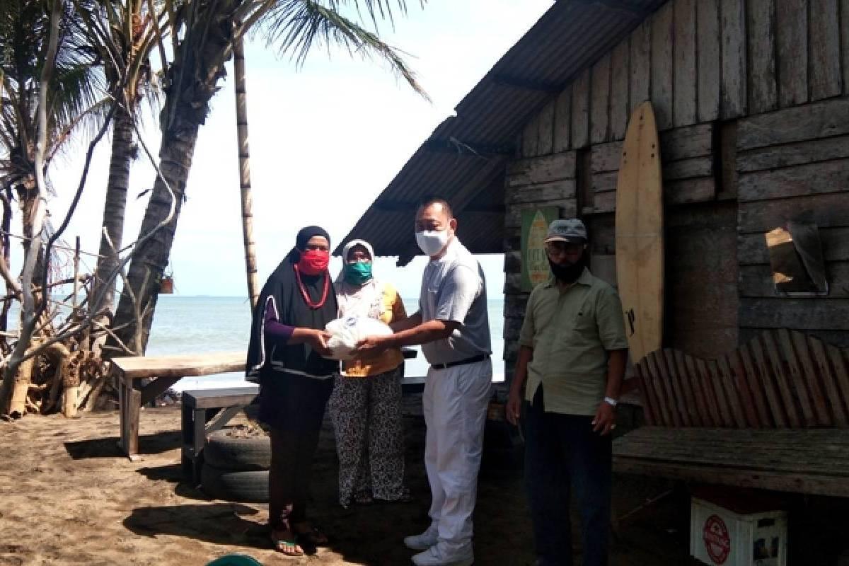 Paket Sembako untuk Para Warga Korban Abrasi Pantai