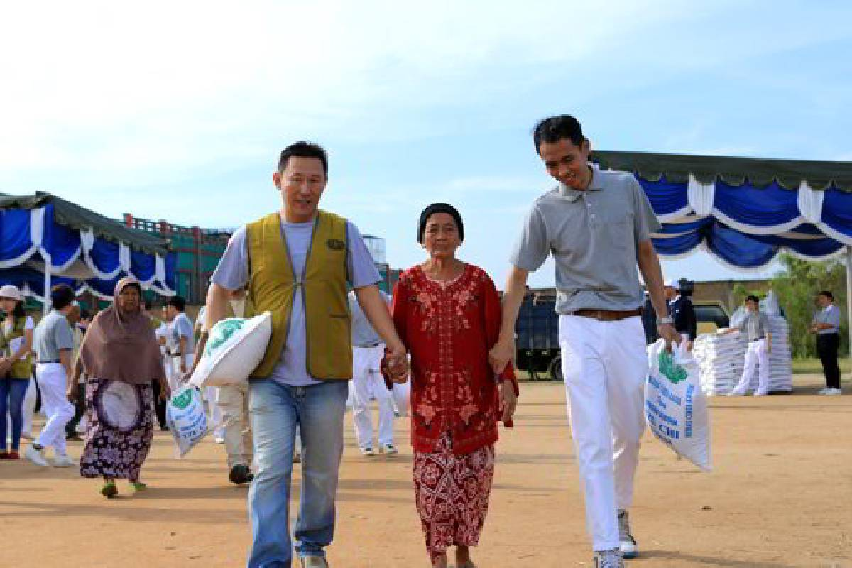 Sukacita Warga Tanjung Morawa Menerima Beras Cinta Kasih