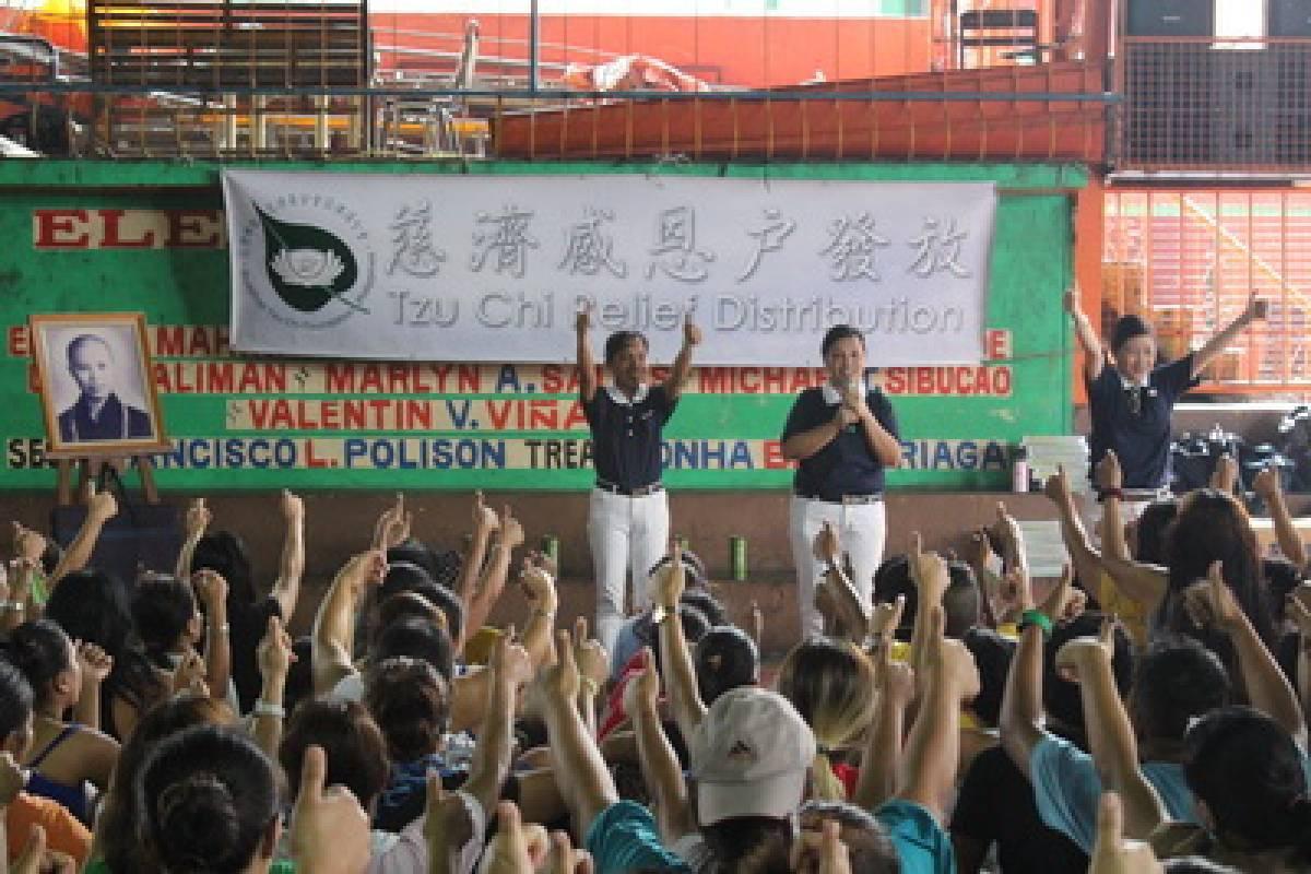 Berita Internasional: Bantuan Beras bagi Warga di Tondo, Manila