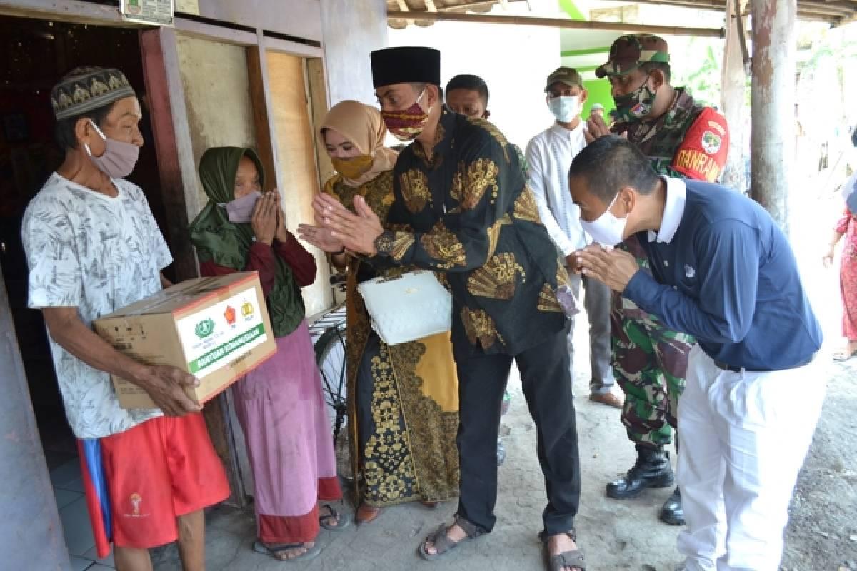 Sembako untuk Warga Kiara Payung, Tangerang
