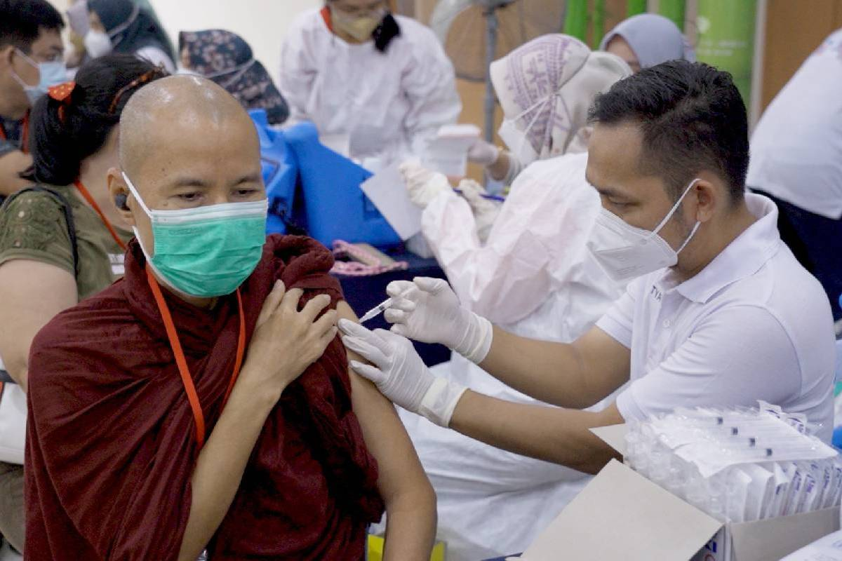 Vaksinasi Bagi Para Tokoh Agama di Kota Batam