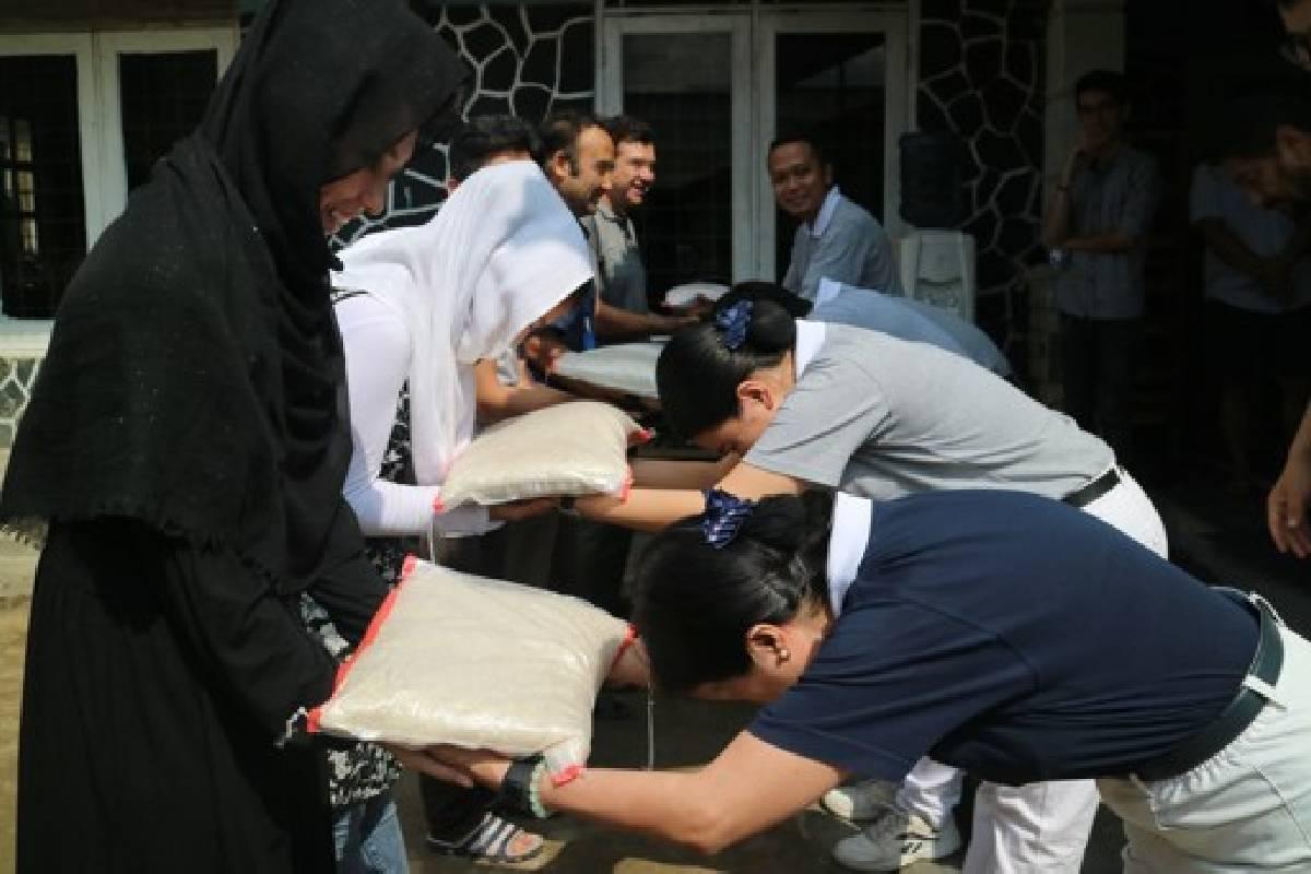 Berbagi Sukacita Sambut Idul Fitri Bersama Pencari Suaka