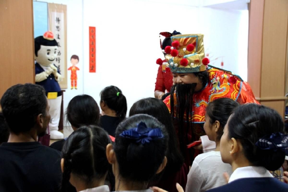 Mempererat Jalinan Jodoh di Perayaan Imlek