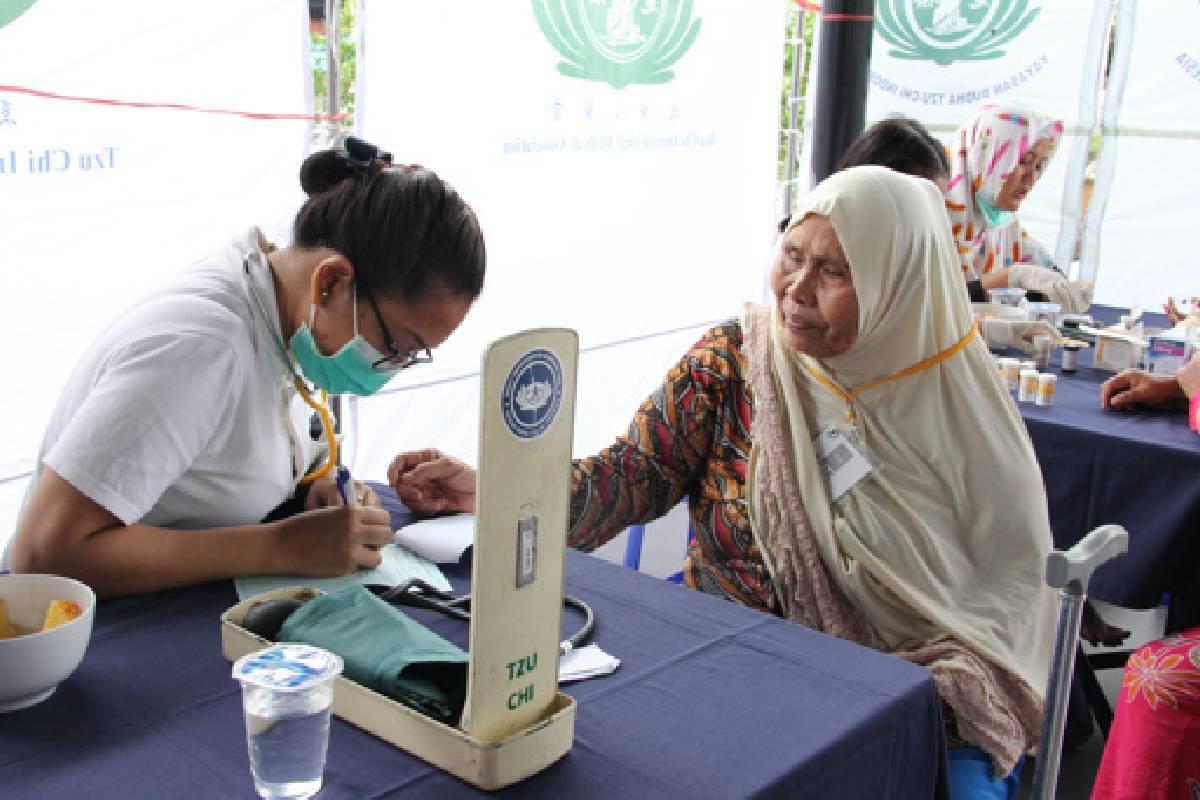 Pengobatan dan Edukasi Kesehatan untuk Lansia