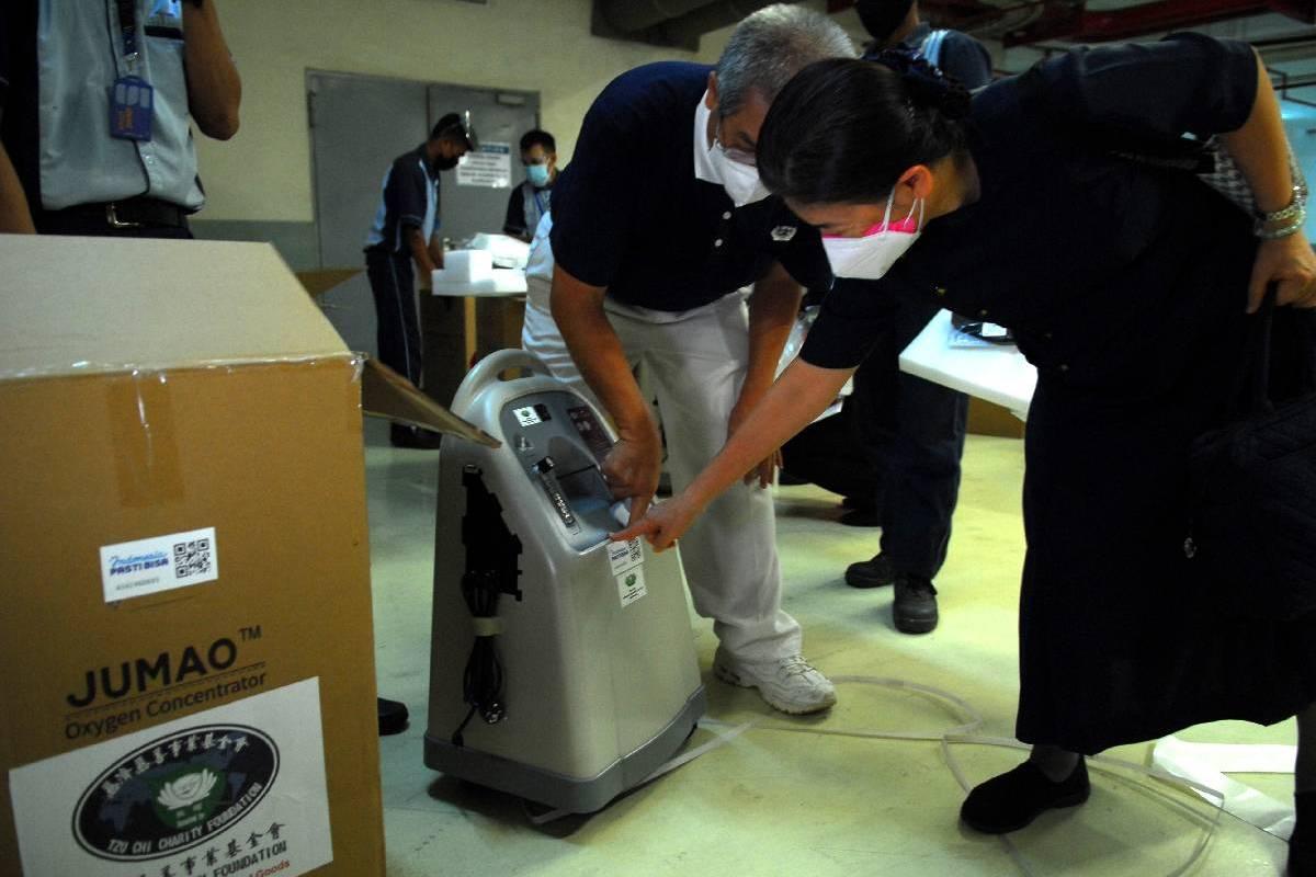 Bantuan Oxygen Concentrator Dari Tzu Chi Taiwan Tiba di Tzu Chi Center PIK