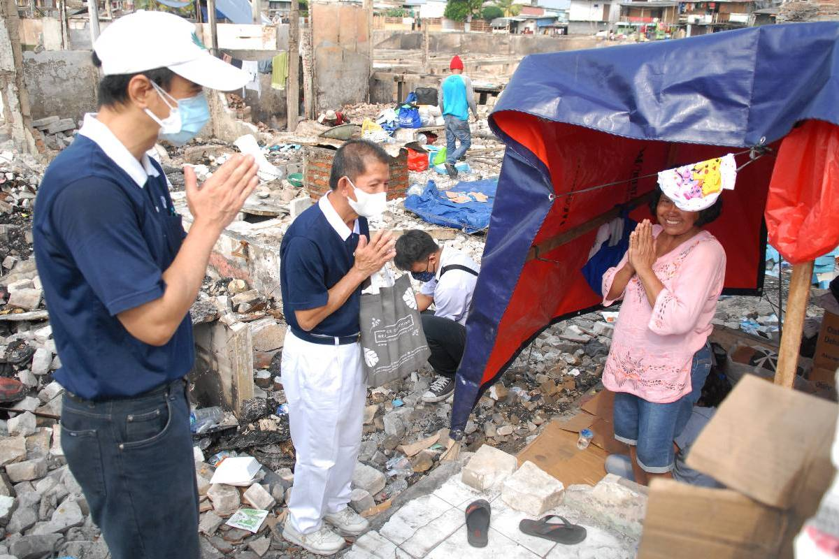 Bantuan Bagi Korban Kebakaran di Teluk Gong