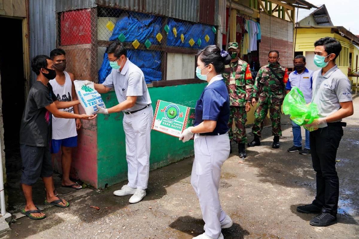 Sembako Cinta Kasih untuk Warga Terdampak Covid-19 di Medan