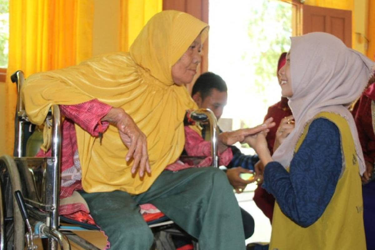 Berbagi Kasih untuk Oma dan Opa di Panti Tresna Werdha