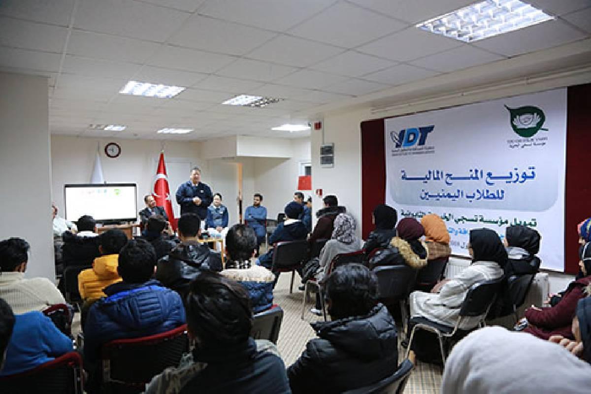 Berita Internasional: Bantuan Keuangan untuk Puluhan Mahasiswa Yaman di Istanbul