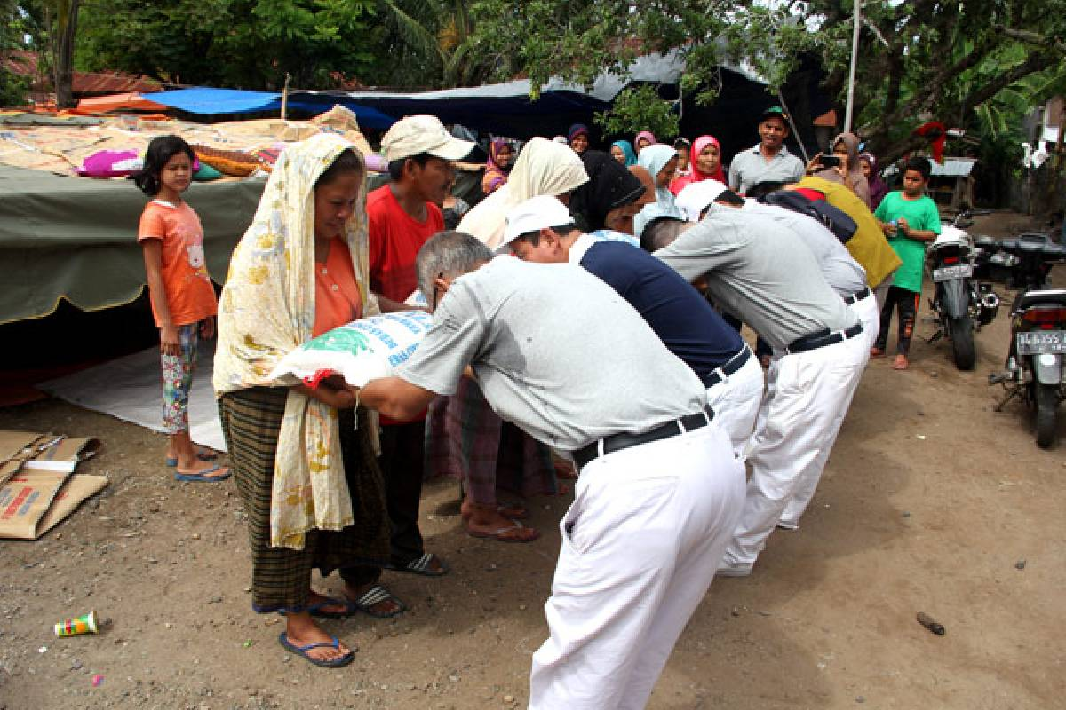 Gempa Aceh: Penyaluran dan Penyerahan Bantuan