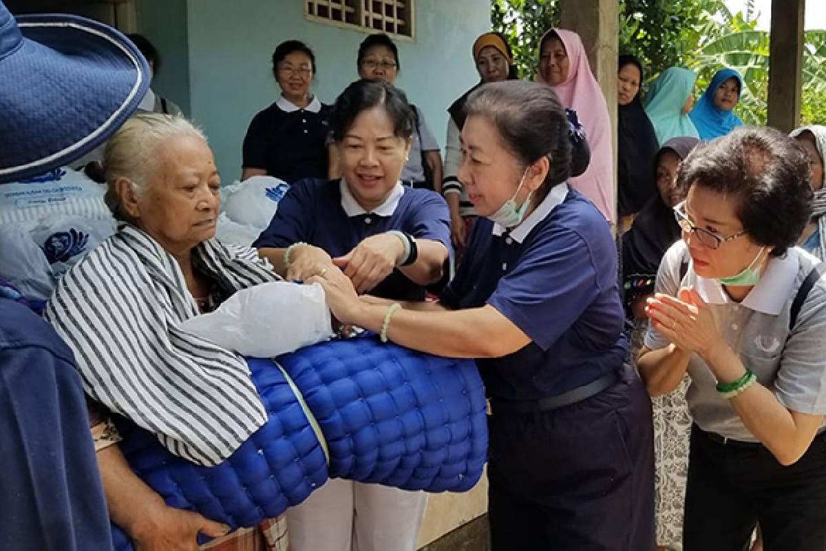 Bantuan Kasur dan Selimut untuk Korban Banjir di Gowa