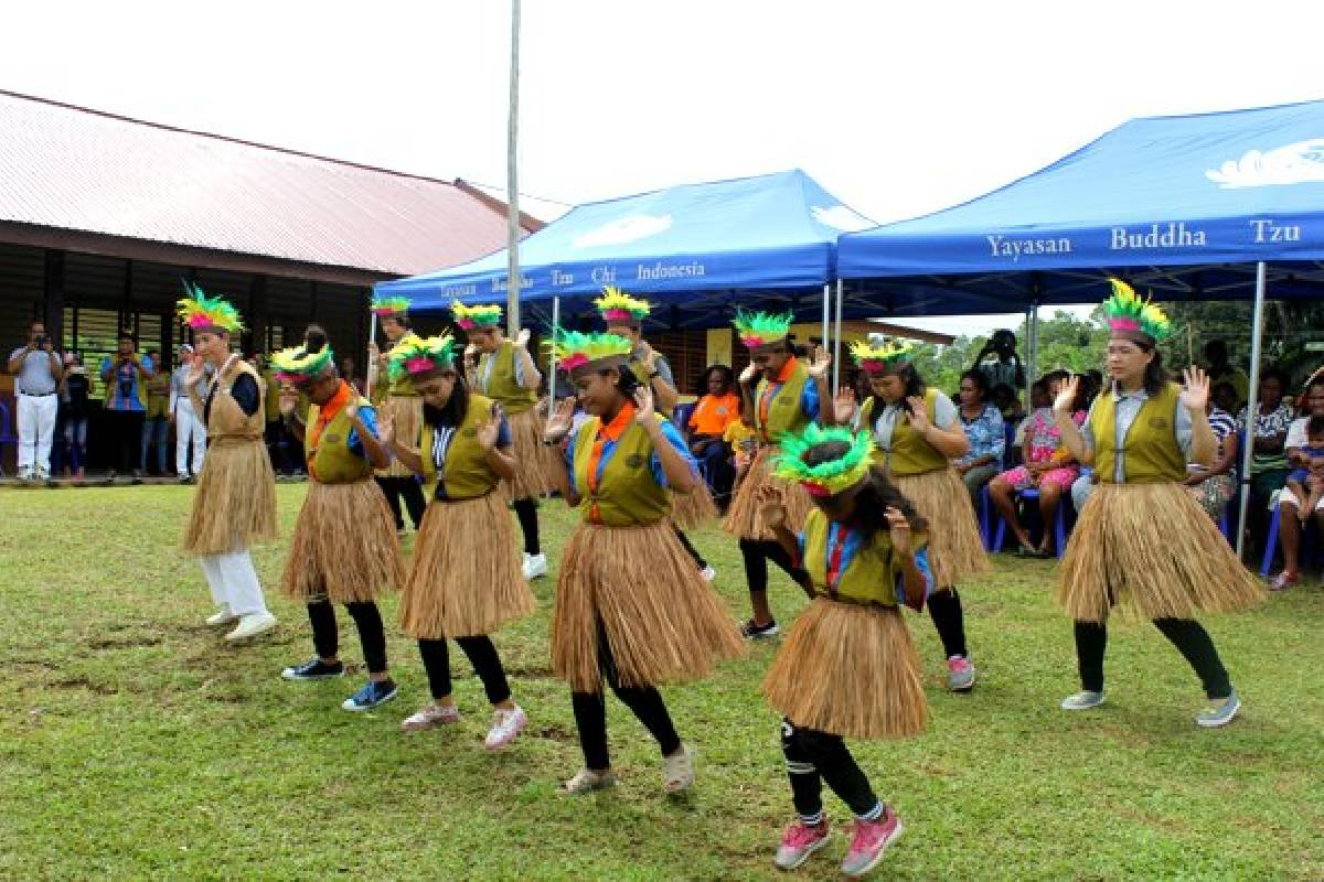 Program Bina Desa Tzu Chi Biak, Baksos Kesehatan dan Bagi Sembako