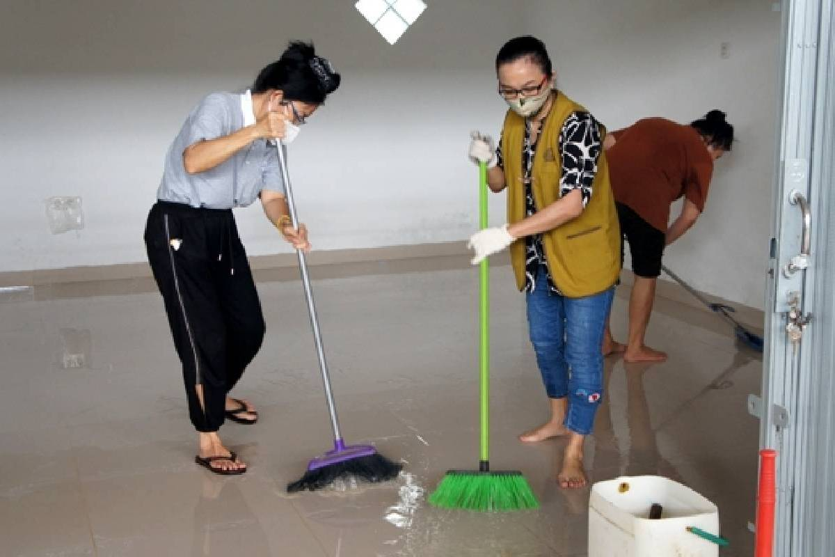Bersih-bersih Depo Pendidikan Pelestarian Lingkungan