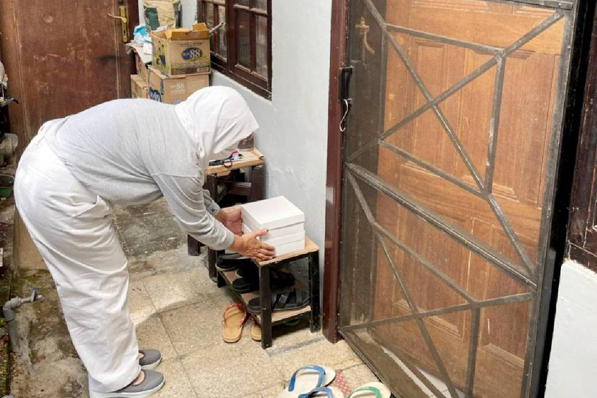 Paket Makanan Bagi Warga yang Tengah Menjalani Isolasi Mandiri