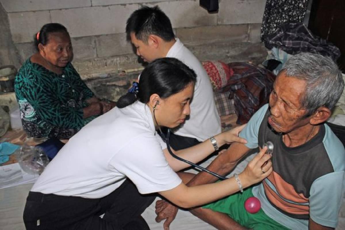Baksos Kesehatan untuk Warga Kampung Sawah