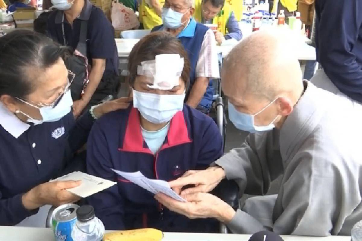 Ceramah Master Cheng Yen: Memberi Penghiburan dengan Cinta kasih dan Welas Asih