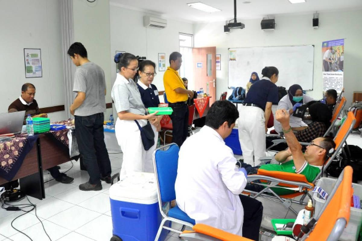 Membantu Menambah Persediaan Darah