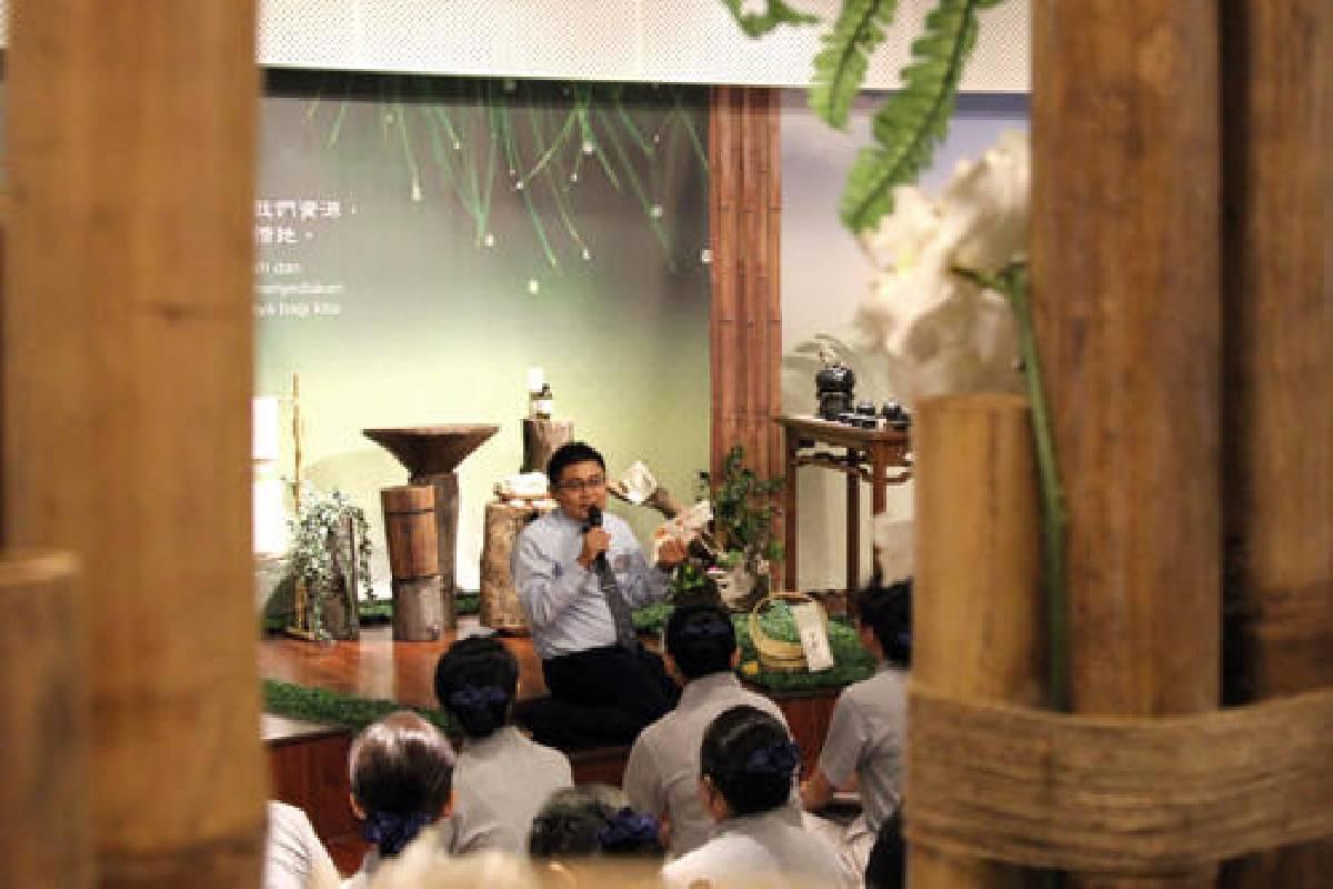 Pelatihan Relawan Abu Putih : Tur Aula Jing Si, Dhamma Tanpa Suara