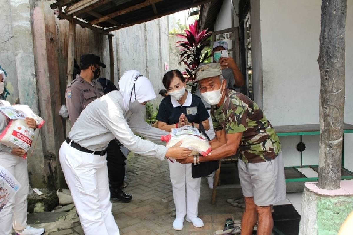 Bantuan Sosial Peduli Covid-19 untuk Warga Subang dan Purwakarta