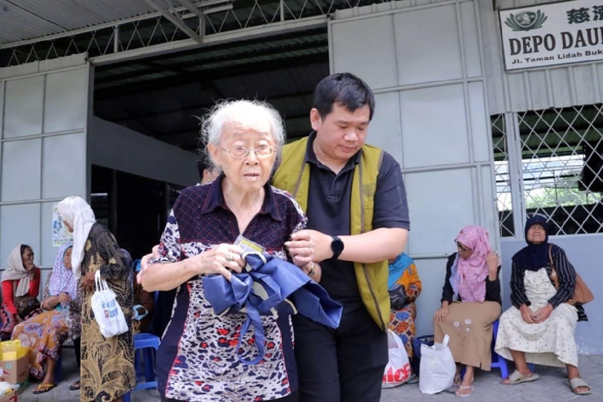 Berkumpul Bersama Para Penerima Bantuan