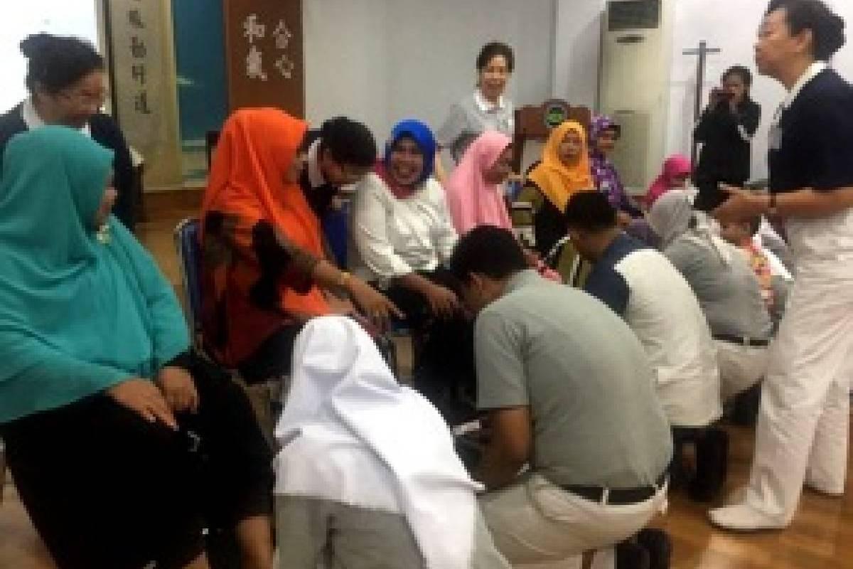 Rayakan Hari Ibu, Isak Tangis Pecah di Kantor Tzu Chi Makassar