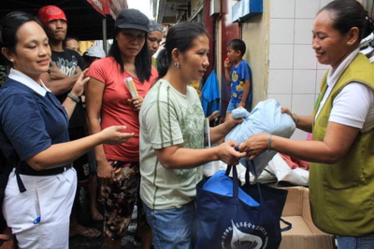 Berita Internasional : Uluran Tangan untuk Korban Kebakaran di Barangay