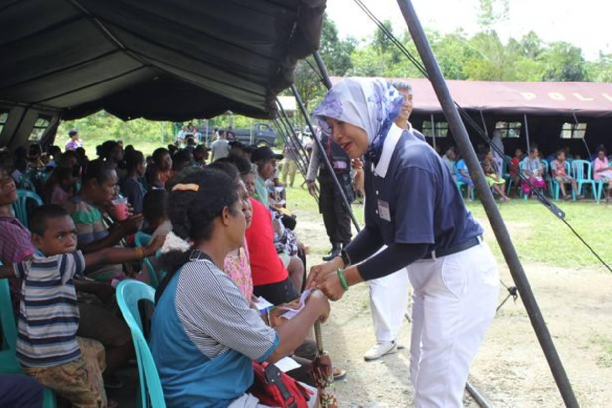 Berbagi Kebahagiaan di Desa Warbon, Biak