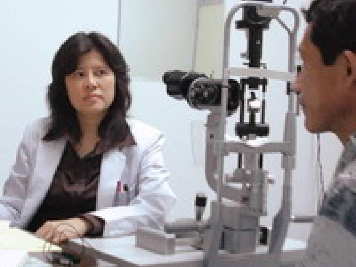 Dr Esti Wardhani Sp.M