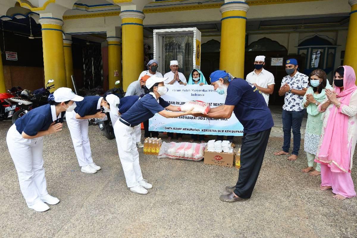 Tzu Chi Salurkan Bantuan Kepada Masyarakat Sikh di Jakarta